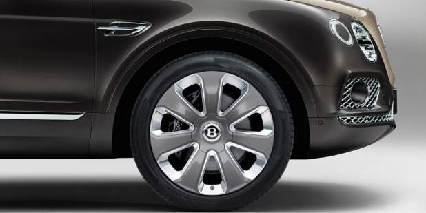 22 inch wheels on the Bentley Bentayga Mulliner luxury SUV | Bentley Motors