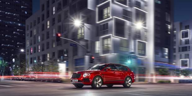 Bentayga_18MY_V8_F3_4_city-night_v1-1398x699-web.jpg