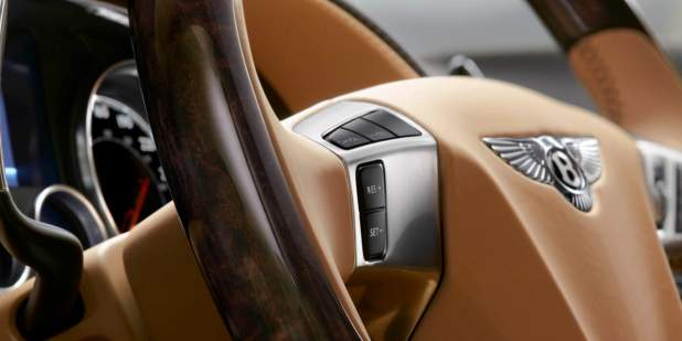 A magnified picture of Bentley Flying Spur's steering wheel veneer finish and detail | Bentley Motors