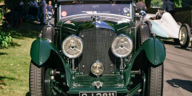 Front view of a heritage Bentley Blue train exterior details | Bentley Motors