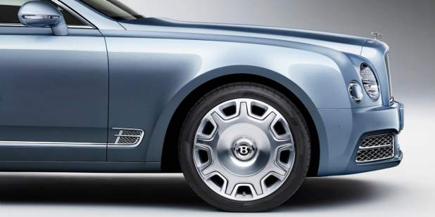 Side view of a grey-blue Bentley Mulsanne front exterior with silver wheel rims | Bentley Motors