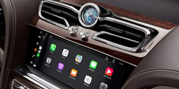 636-2_21MY_V8_Interior_CentreVents_v5a_CarPlay 1398x699.jpg