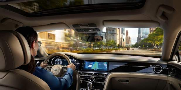 New-Flying-Spur-interior-lifestyle-driving-through-city