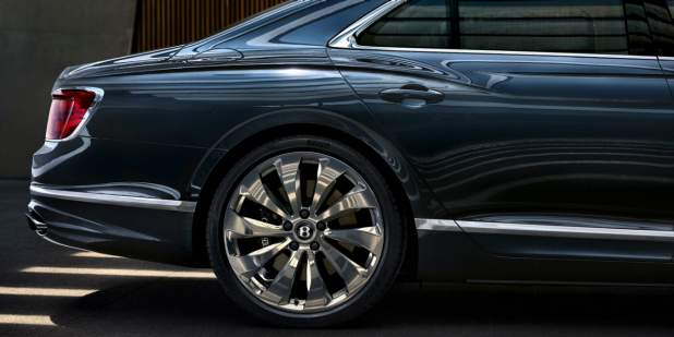 bentley-new-flying-spur-exterior-rear-profile-in-meteor-paint-static