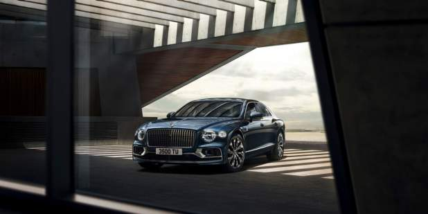 bentley-new-flying-spur-front-three-quarters-static-in-building-in-meteor-paint