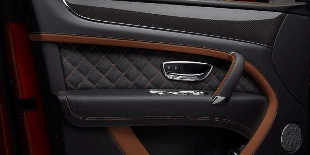 bentayga-speed-door-interior-detail-with-carbon-fibre-veneer