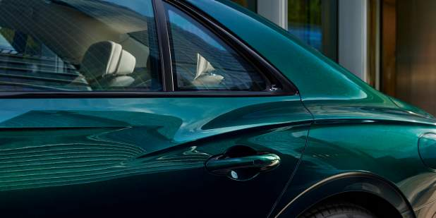 Bentley-Flying-Spur-Hybrid-rear-haunch-1398x699.jpg