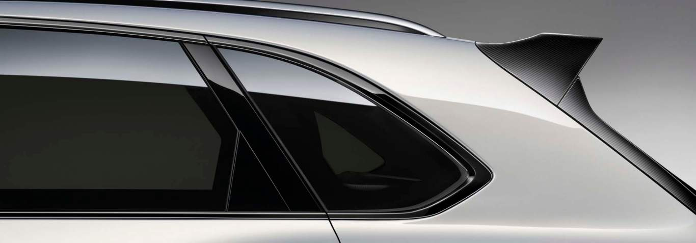 Bentayga Blackline side window detail 1920x670.jpg