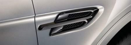 Bentayga Blackline wing vent detail1920x670.jpg