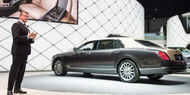Side view of a two tone Bentley Mulsanne Extended Wheelbase presented at the Geneva auto show 2016 | Bentley Motors