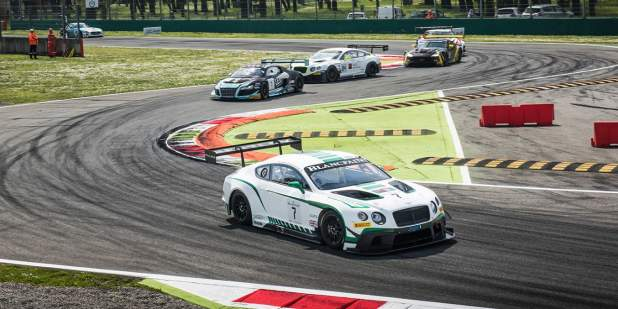 Bentley Continental GT3 leading the pack on the race track at Monza 2015 | Bentley Motors