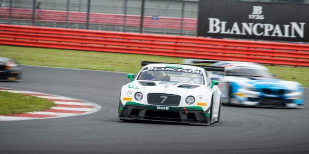 Racing Bentley Continental GT3 in the lead at the Silverstone racing track | Bentley Motors