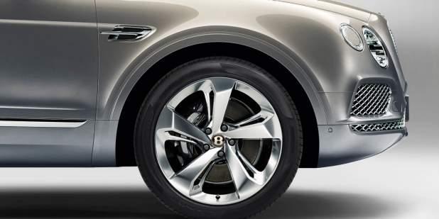 Centenary Spec Bentley New CentreBadge on Bentayga.jpg