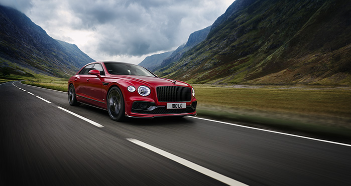 Bentley-New-Flying-Spur-V8-driving-699x371.jpg