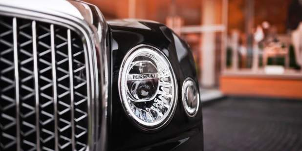 Mulsanne-WO-Edition-by-Mulliner-in-Russia-front-grille-and-light-detail-1398x699.jpg