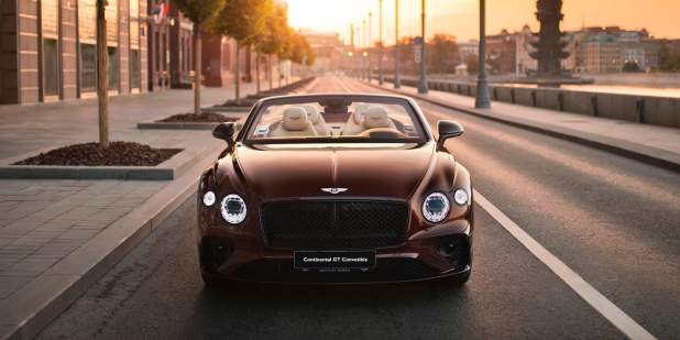 Continental-GT-Convertible-Moscow-front-on-street-sunse