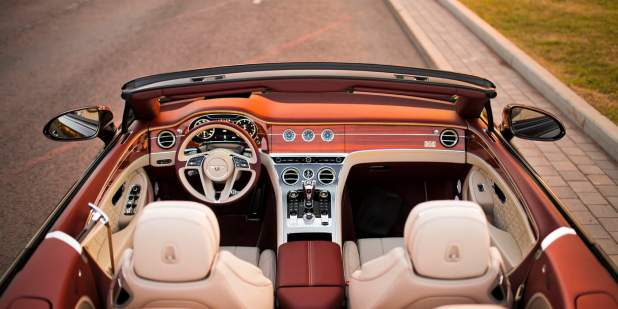 Continental-GT-Convertible-Moscow-overhead-front-view