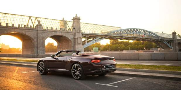 Continental-GT-Convertible-Moscow-rear-three-quarter-by-bridge